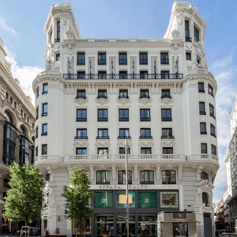 O Pestana CR7 Gran Vía Madrid, o primeiro hotel de Cristiano Ronaldo em Espanha, entregou à OLI a missão de conferir sustentabilidade hídrica e design às cerca de 200 casas de banho.